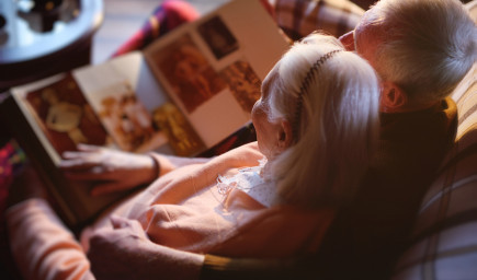 Staroba by mala byť krásna. Často však skĺzne do osamelosti a depresií