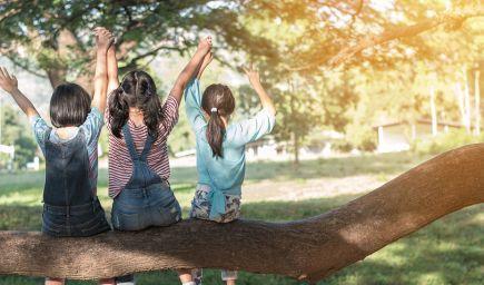 Nechajte deti, nech sa samy hrajú vonku