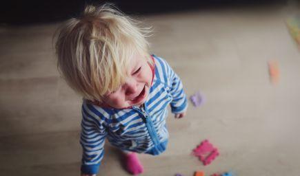 Čo robiť, ak dieťa bije rodiča alebo je agresívne k sebe?