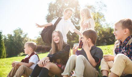 Prečo je dôležité poznať kamarátov vášho dieťaťa v škole (a ich rodičov)?