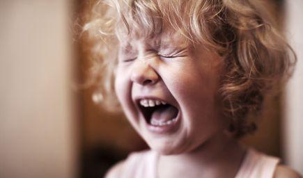 Keď deti nedostávajú pohladenia, začnú si pýtať facky