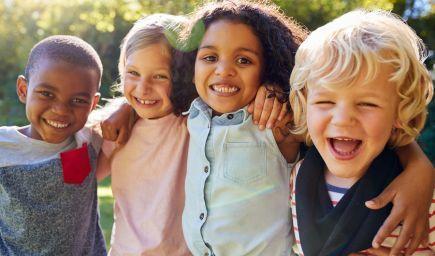 Ako pomôcť dieťaťu pri vytváraní priateľstiev?