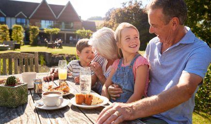 7 dôvodov, prečo sú starí rodičia pre deti dôležití