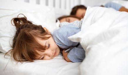 Spoločné spanie s deťmi býva aj znakom problémov v partnerskom vzťahu