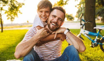 Mužské vzory vo výchove. Keď chýba otec, pomôcť môže aj starý otec, strýko či kamarát