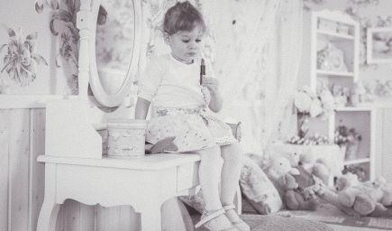 Milujte dieťa vo svojom vnútri, len tak sa zbavíte životných tráum, radí mentorka Louise Hay