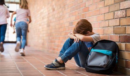 Deti, ktoré sú rovesníkmi odmietané, netrpia iba emocionálne. Zhoršujú sa aj ich akademické výkony, tvrdí štúdia