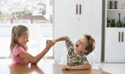 Ako pomôcť svojim deťom, aby spolu dobre vychádzali