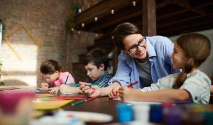 Výskum: Deti sú ochotnejšie vzdať sa vlastného potešenia a potrestať druhých, ak ich to naučí morálnu lekciu