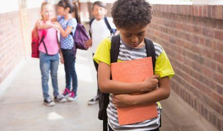 Šikana na školách: Aké deti sa stávajú obeťou šikany a kto býva agresorom?