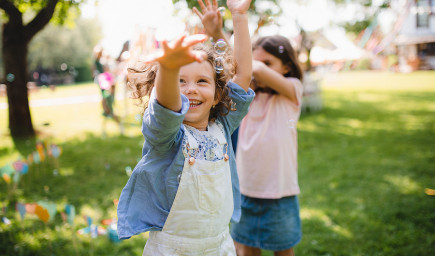 Duševné zdravie a wellbeing detí nám nemôžu byť ľahostajné. Predpovedajú, ako sa im v živote bude dariť