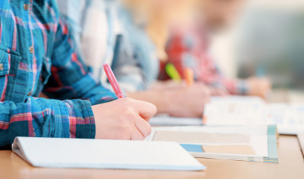 NÚCEM zverejnil odpovede maturitných testov zo slovenčiny, jednu úlohu vylúčil