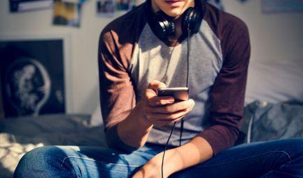 Čo robiť, keď dieťa v puberte nechce s vami komunikovať?