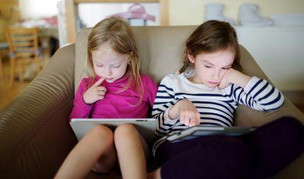 Facebook a iné sociálne siete bude pre mladšie deti ako 16 rokov bez súhlasu rodiča neprístupný
