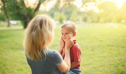 Dieťa opakovane klame. Je to dôvod na obavy?