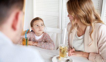 Prečo sa nám deti nezdôverujú? Psychológ Thomas Gordon radí, ako byť deťom bližšie