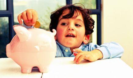 Peniaze vplývajú negatívne na správanie detí. Stačí, že sa ich dotknú
