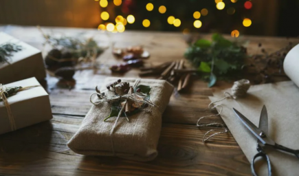 Ekologickejšie ozdoby na stromček či zabalené darčeky? Aj vaše Vianoce môžu byť krásne a pritom šetrné k životnému prostrediu