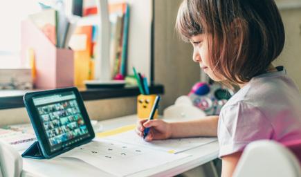 Tipy, ako môžete deťom uľahčiť učenie online