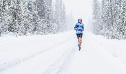 Výskumy ukazujú, že športovaním v zime môžete spáliť viac tuku
