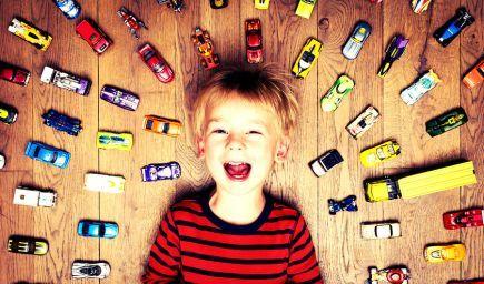 Vedci tvrdia, že priveľa hračiek deťom zbytočne komplikuje život