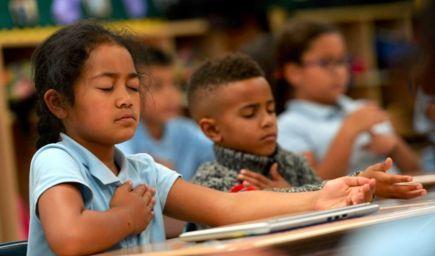 Sociálne a emočné učenie či meditácie všímavosti, to všetko môže ovplyvňovať výsledky vzdelávania