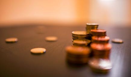 Ekonomická olympiáda má priniesť prehľad vedomostí stredoškolákov o ekonomike