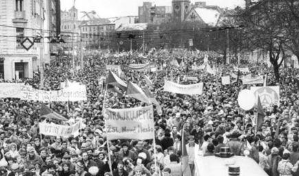 17.11.1989 - Nežná revolúcia a pád komunizmu v Československu