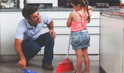 Ako začať učiť malé deti domácim povinnostiam?