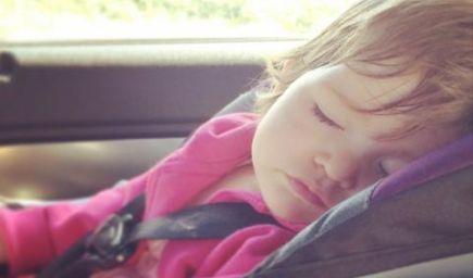 Dieťa umrelo v aute. Chyba, s ktorou sa rodičia nezmieria do konca života