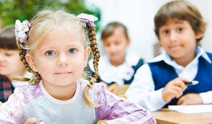 Chlapcom sa darí v škole menej ako dievčatám