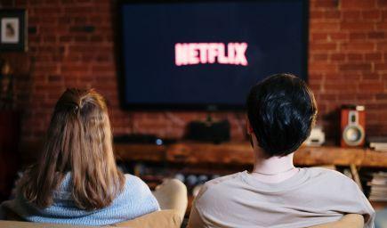 Filmy a seriály, ktoré sa oplatí vidieť na Netflixe