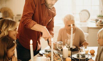 Prečo je dôležité, aby rodina pravidelne jedávala spolu za stolom?