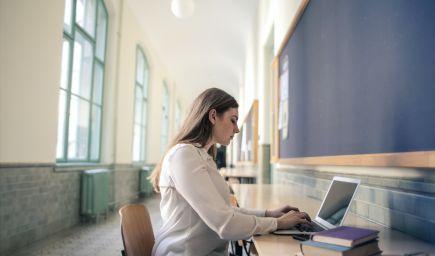 Ako napísať v diplomovej alebo bakalárskej práci pútavý úvod a výstižný záver