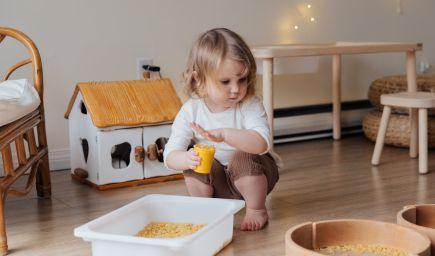 10 princípov Montessori, vďaka ktorým môžu rodičia podporiť prirodzené učenie detí