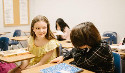Úlohou školy nie je odovzdať deťom len vedomosti. Akými spôsobmi môžu školy podporovať celostný rozvoj detí?