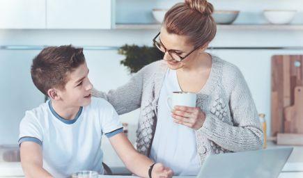 Chcete si vytvoriť silné puto s dieťaťom? Vyskúšajte zúčastnené načúvanie