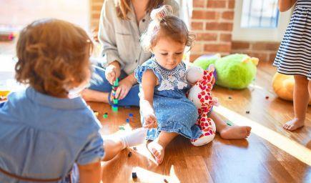 Ako môžu rodičia pri výchove detí rozdeľovať svoju pozornosť?