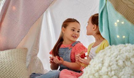 Ako pomôcť dieťaťu, aby ho kamaráti a spolužiaci mali radi?