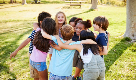 Ako pomôcť dieťaťu cítiť sa dobre v rovesníckej  skupine?