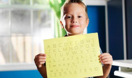 MŠVVaŠ SR: Žiaci prvého ročníka si majú osvojiť techniku písania písaného písma