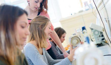 Rezort školstva tvrdí, že otvorenie možností systému duálneho vzdelávania pre stredné zdravotnícke školy podporili aj zamestnávatelia