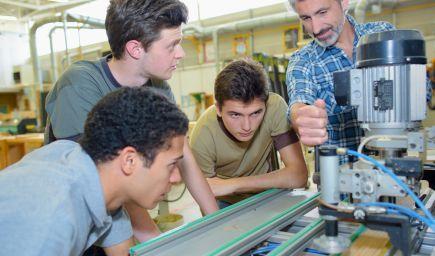 Z odborov v rámci duálneho vzdelávania dominuje strojárstvo a automobilový priemysel