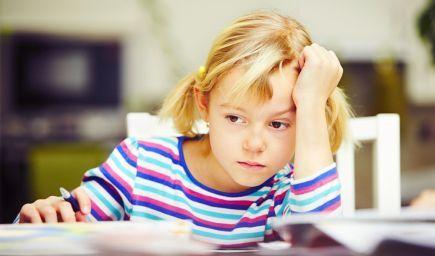 Nedokáže sa vaše dieťa sústrediť? Odstráňte z rodinného života nadmernú záplavu podnetov