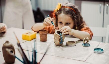 Umeniu by sme pri malých deťoch nemali dávať nižšiu prioritu