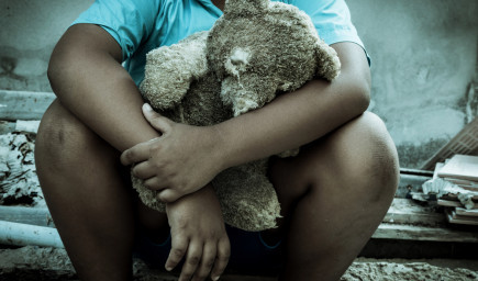 Verbálne i telesné zneužívanie detí zanecháva hlboké stopy. Odborníci priblížili  jeho následky