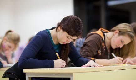 B. Gröhling: Maturitu si budú môcť urobiť aj žiaci v nižšom ako 4. ročníku