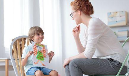 Ako pomôcť dieťaťu prekonať stres zo školy?