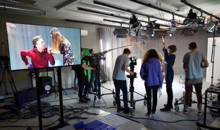 Košickí stredoškoláci z filmovej školy sa dnes stretávajú s učiteľmi vo virtuálnych triedach