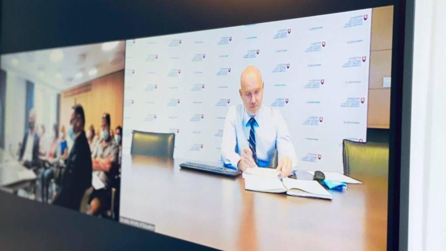 B. Gröhling diskutuje online s riaditeľmi škôl v jednotlivých okresoch